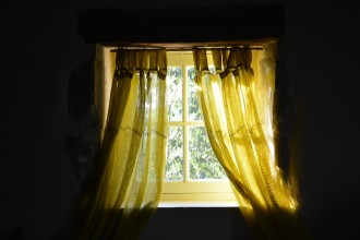 fenêtre au soleil couchant